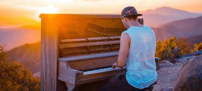 Piano outside