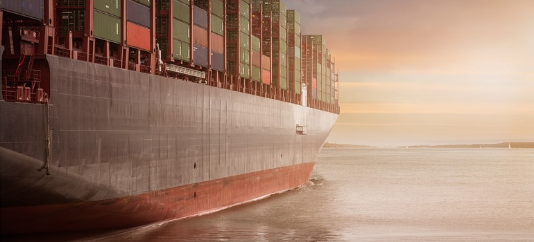 Shipping cars vs. buying new ones - a ship sailing with containers