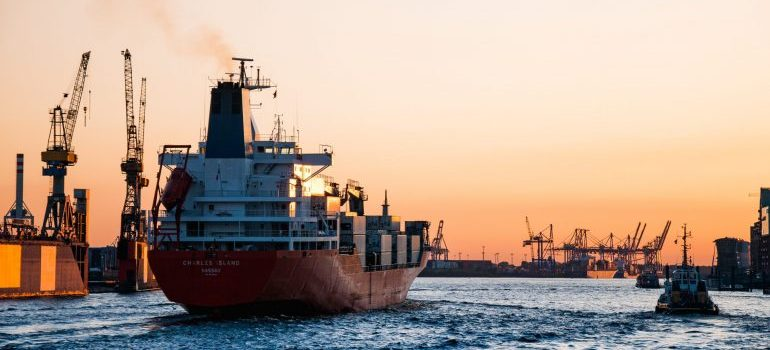 Choosing a good ship can speed up your move to UK from USA