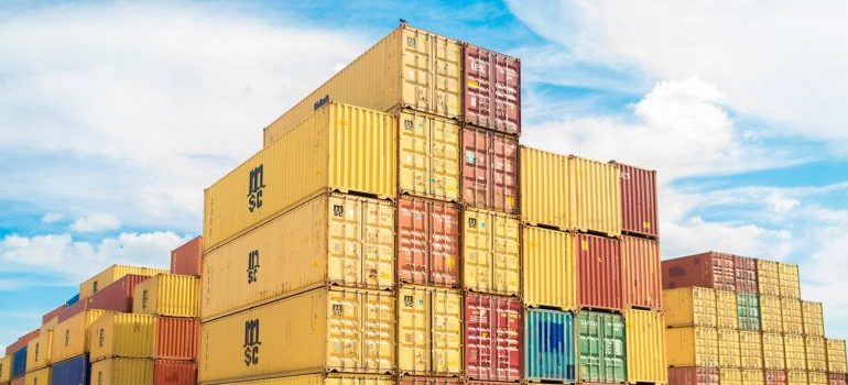 Storages of logistics companies