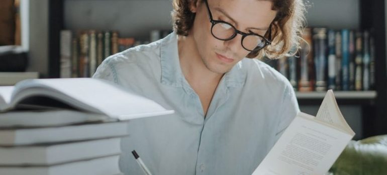 man doing research to prepare for a move to New Zealand
